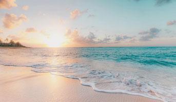 Sonnenaufgang am Sandstrand