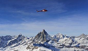 Helikopter in den Alpen