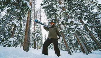 Skifahrer in Aspen im Winter