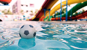 Ball im Wasser